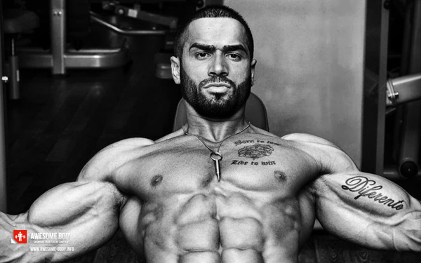 lazar-angelov-muscles-definition-tatoo-abdos